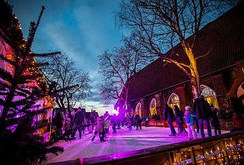 Weihnachtswunderland am Europaeischen Hansemuseum Luebeck- Kindereisbahn